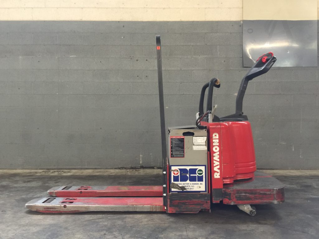 Raymond 6 000lb Electric Pallet Jack W Battery Ccr