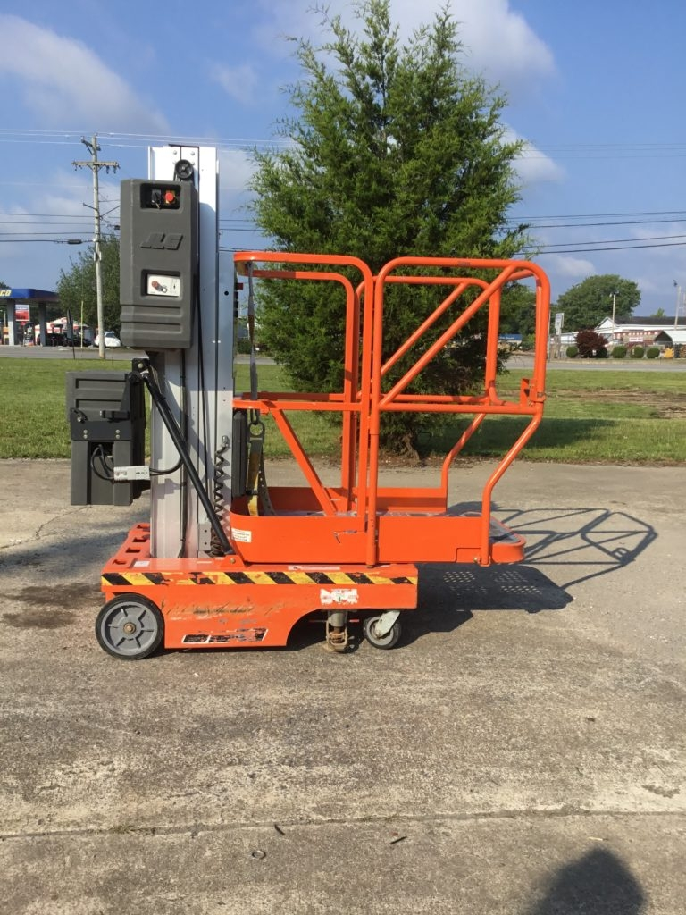 JLG 12SP Vertical Push-Around Manlift